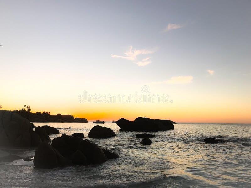 Sonnenuntergänge und Scheine lizenzfreies stockbild
