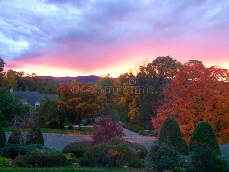 Sonnenuntergänge vom Haus stockfotos
