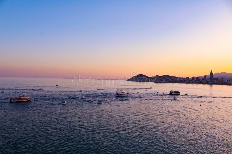 Sonnenuntergang über Benidorm lizenzfreie stockfotografie
