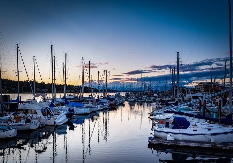 Sonnenuntergang über Budd Inlet Olympia Washington lizenzfreie stockfotos