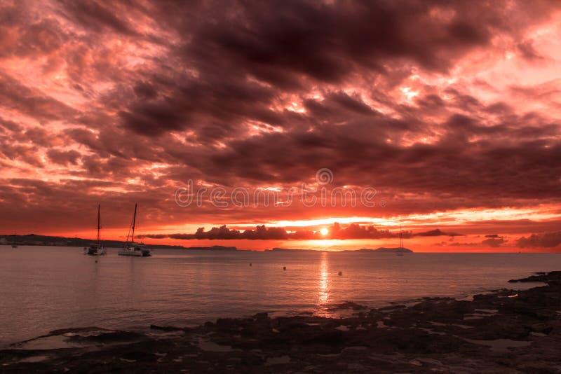 Sonnenuntergang über Cafémambo von Ibiza lizenzfreie stockbilder