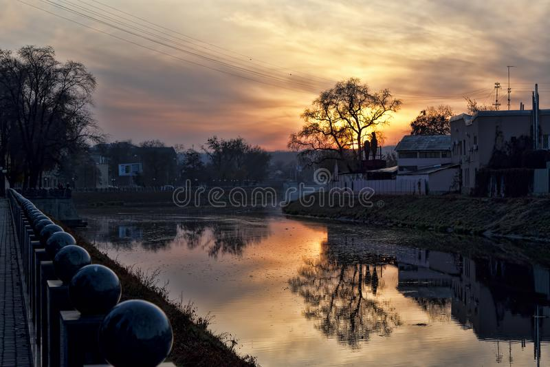 Sonnenuntergang über Charkiw lizenzfreie stockfotos