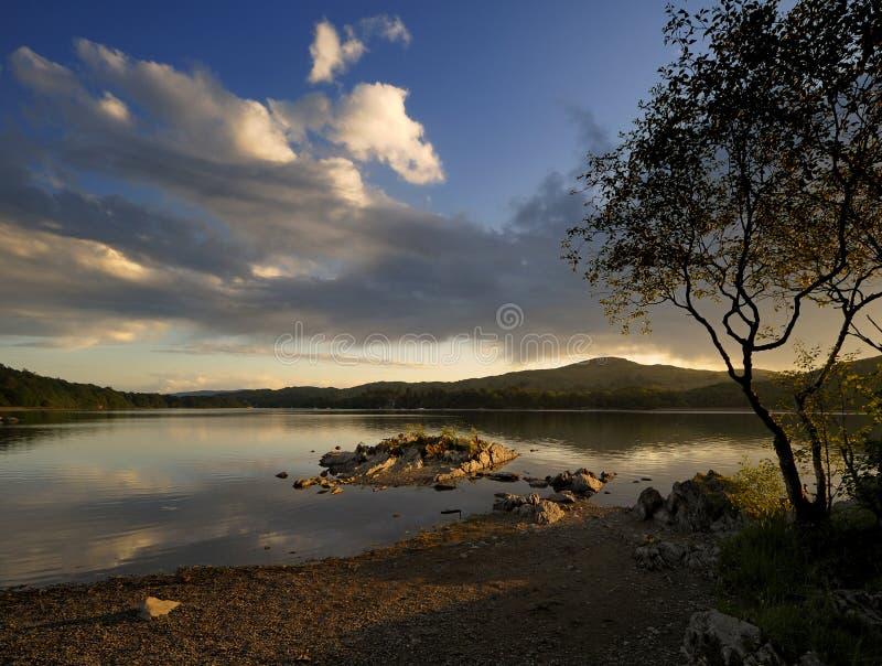 Sonnenuntergang über Coniston Wasser, lizenzfreie stockfotos