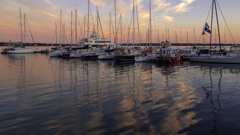 Sonnenuntergang über dem Charlottetown-Hafen im Sommer lizenzfreie stockbilder