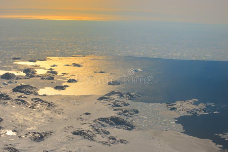 Sonnenuntergang über dem Grönland stockbild