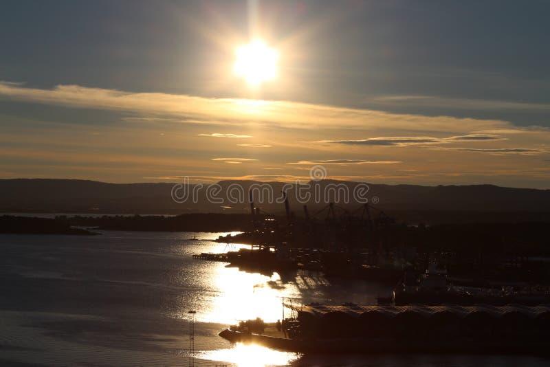 Sonnenuntergang über dem Oslo-Fjord lizenzfreies stockfoto