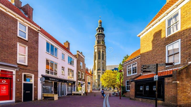 Sonnenuntergang über der historischen Stadt von Middelburg mit dem Lange Jan Toren Long John Tower im Hintergrund stockbild