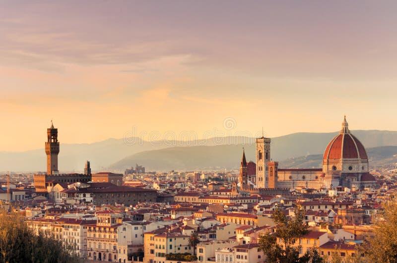Sonnenuntergang über der Stadt von Florenz, Italien Panoramische Ansicht stockbilder
