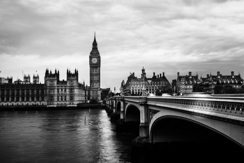 Sonnenuntergang über der Stadt von London, Großbritannien lizenzfreie stockfotografie