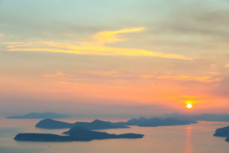 Sonnenuntergang über Dubrovnik lizenzfreie stockfotos