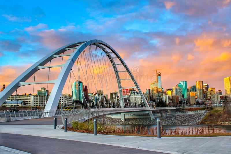 Sonnenuntergang über Edmonton lizenzfreies stockbild
