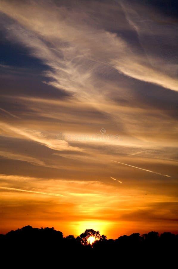 Sonnenuntergang über Gatwick Lizenzfreie Stockbilder
