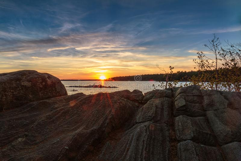 Sonnenuntergang über georgischer Bucht lizenzfreie stockfotos