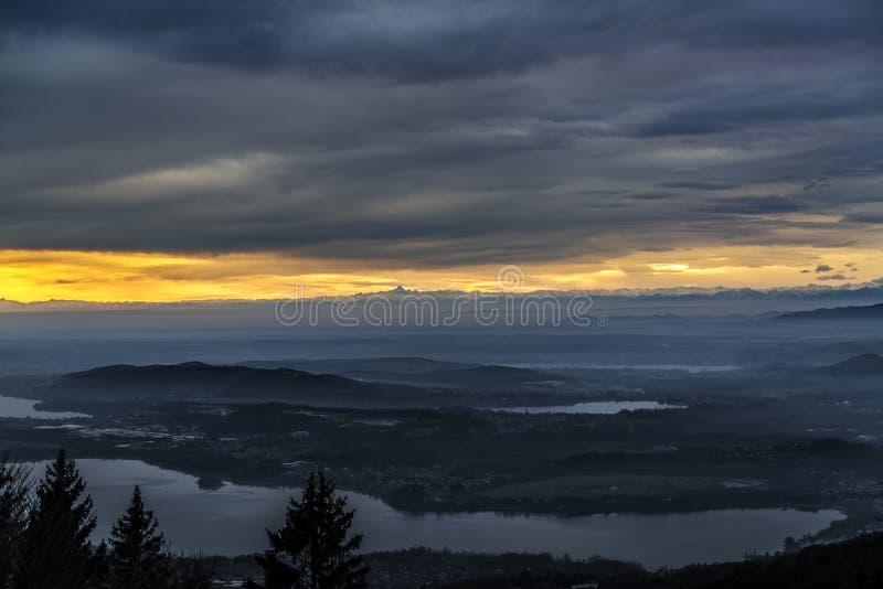 Sonnenuntergang über Horizont stockfoto