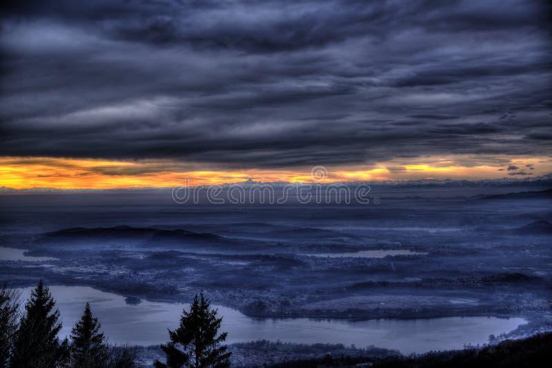 Sonnenuntergang über Horizont, Varese lizenzfreies stockfoto