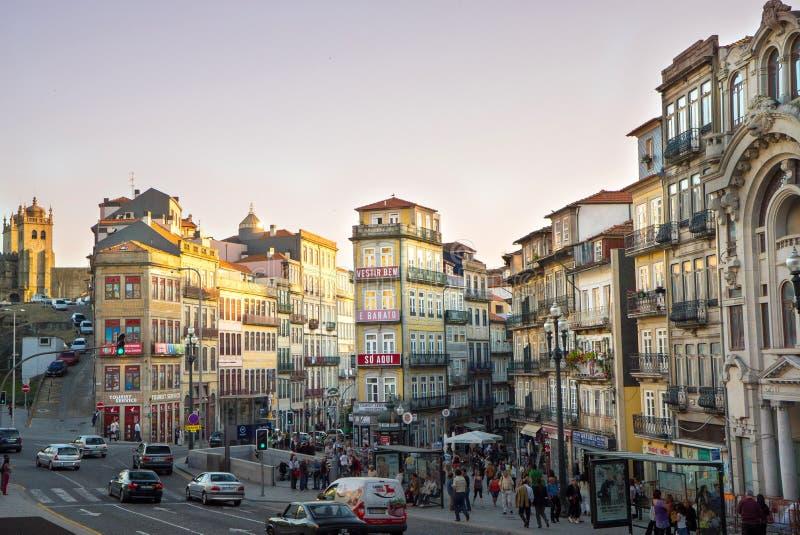 Sonnenuntergang über im Stadtzentrum gelegenem Porto Portugal lizenzfreie stockfotografie