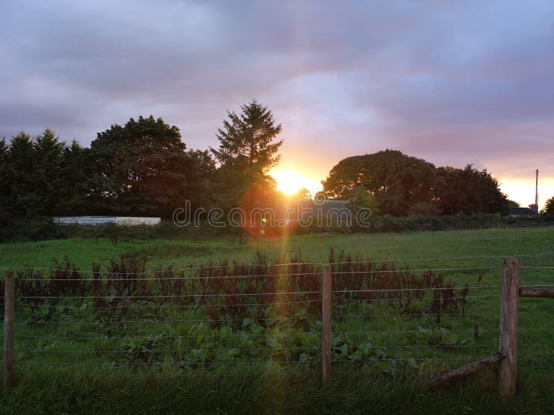 Sonnenuntergang über Irland stockbild