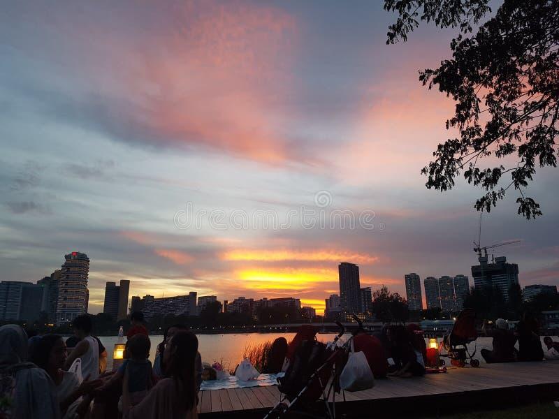 Sonnenuntergang über Kallang-Reservoir stockfotografie