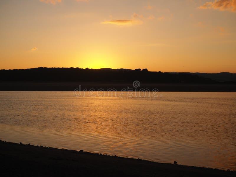 Sonnenuntergang über Kent Estuary bei Arnside, Cumbria lizenzfreies stockfoto