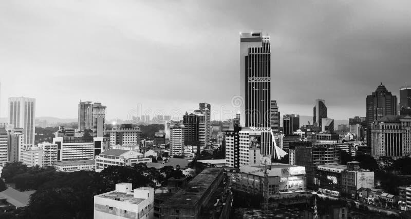 Sonnenuntergang über Kuala Lumpur-Wolkenkratzern in Malaysia Vogelperspektive der Stadt Rebecca 6 lizenzfreies stockfoto