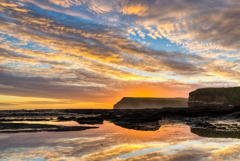 Sonnenuntergang über Kuriosität-Schacht, NZ lizenzfreie stockfotos