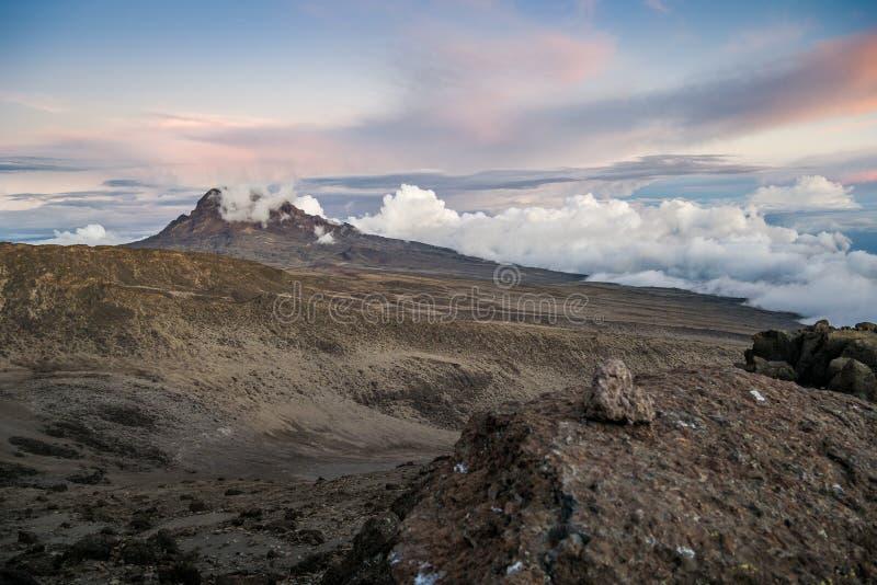 Sonnenuntergang über Mawenzi-Spitze, Mount Kilimanjaro, Tansania, Afrika lizenzfreies stockfoto