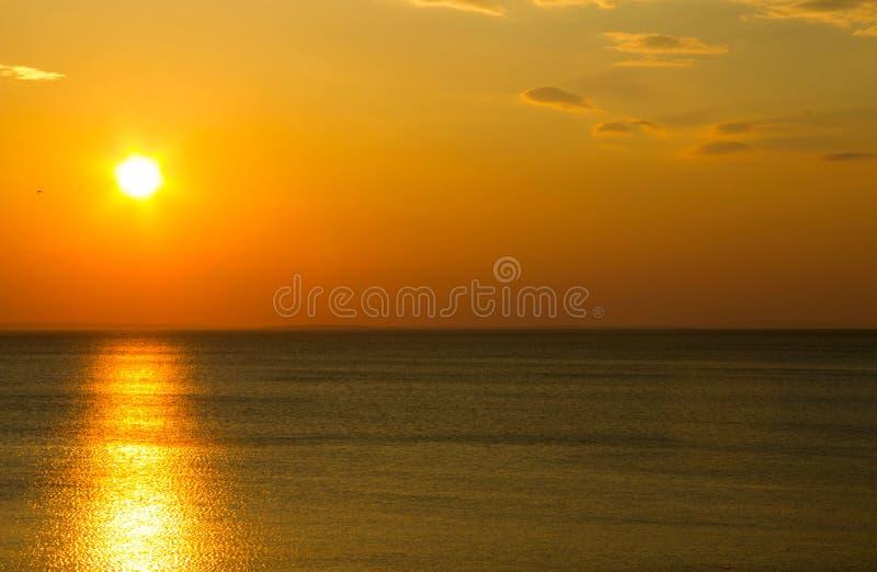 Sonnenuntergang über Meeresspiegel stockbilder