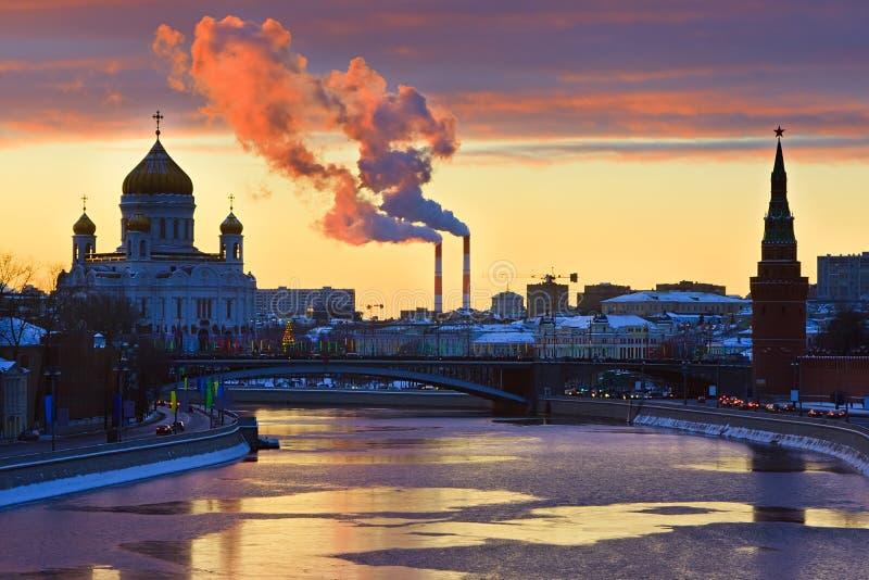 Sonnenuntergang über Moskau lizenzfreies stockfoto