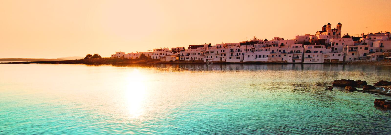 Sonnenuntergang über Naoussa Dorf lizenzfreies stockfoto