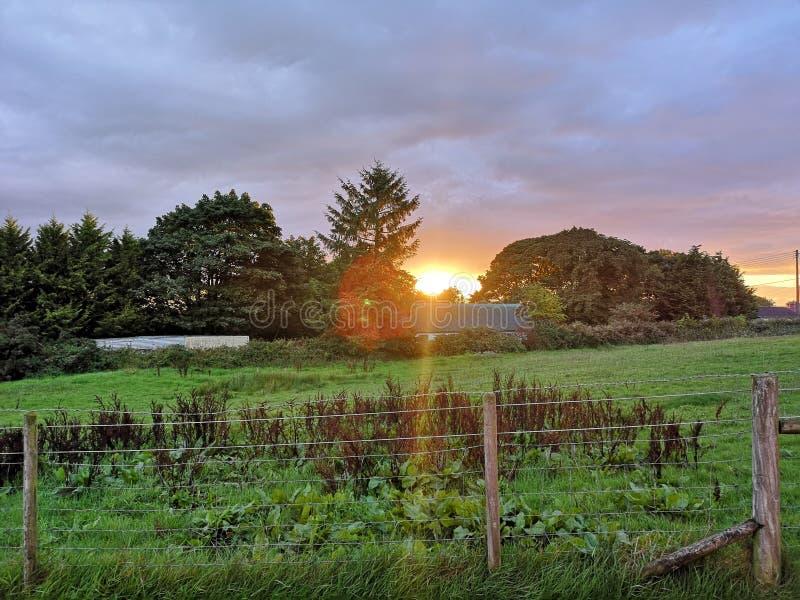 Sonnenuntergang über Nordirland stockbilder