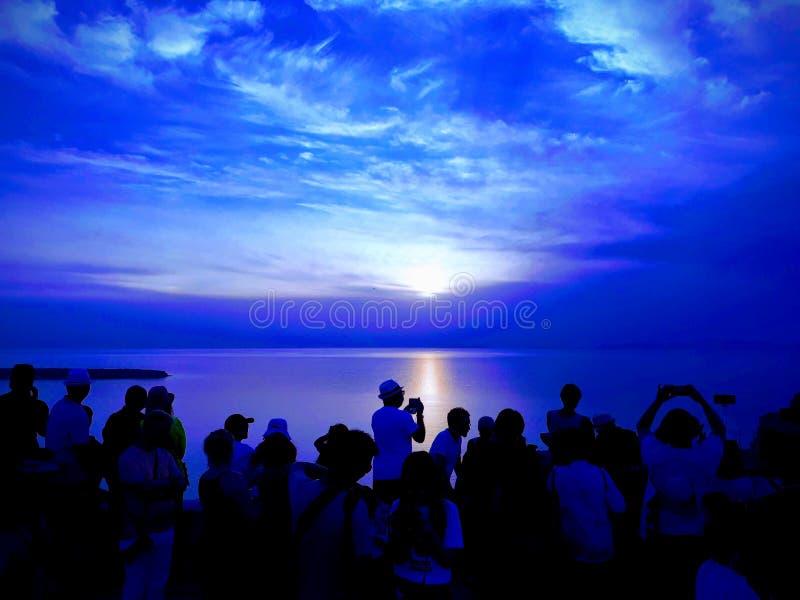 Sonnenuntergang über Oia lizenzfreies stockfoto