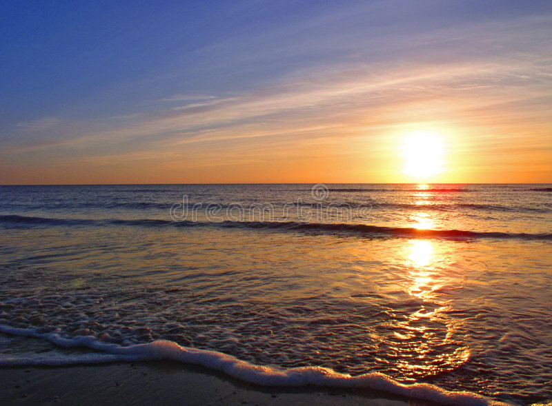 Sonnenuntergang über Seascale Strand lizenzfreie stockfotos