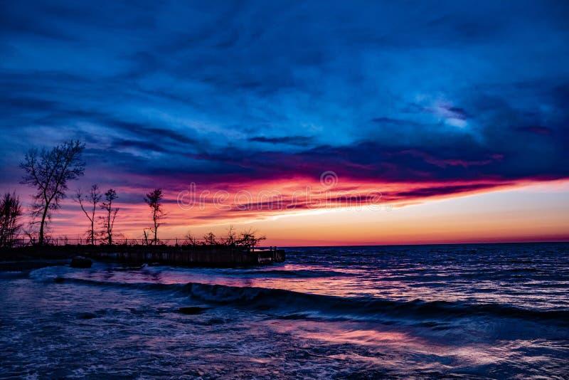 Sonnenuntergang über See Erie lizenzfreie stockfotos