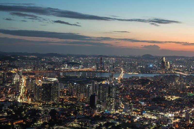 Sonnenuntergang über Seoul lizenzfreie stockfotos