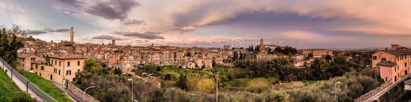 Sonnenuntergang über Siena, Italien stockfoto