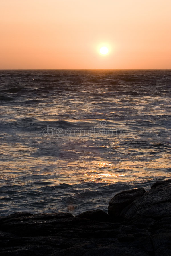 Download Sonnenuntergang über Stürmischen Meeren Stockbild - Bild von marine, draußen: 868703