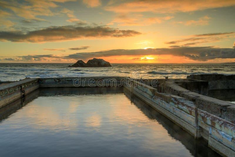 Sonnenuntergang über Sutro-Bad-Ruinen stockfoto