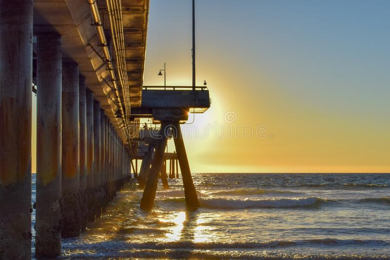 Sonnenuntergang über Venice Beach-Pier in Los Angeles, Kalifornien lizenzfreie stockfotos