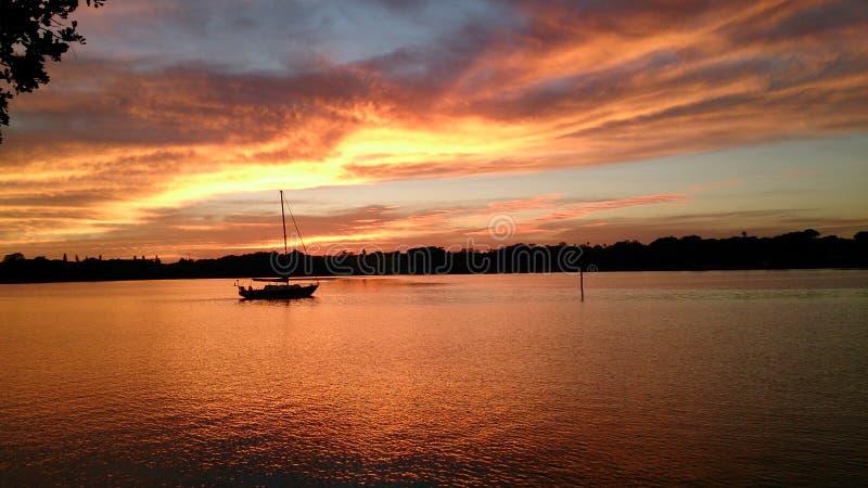 Sonnenuntergang über wenigem Bayou St Petersburg Florida stockfotos