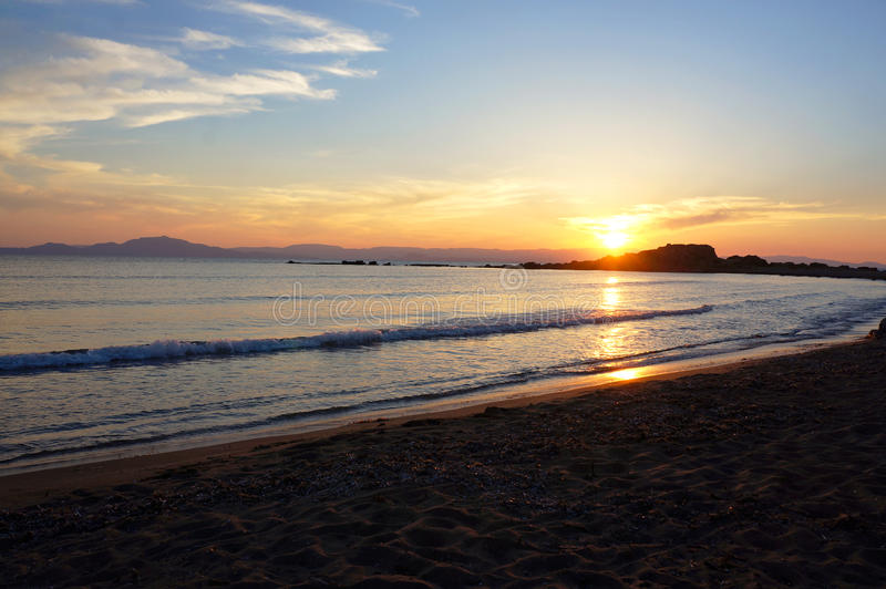 Sonnenuntergang über Zakyntos-Insel lizenzfreie stockfotos