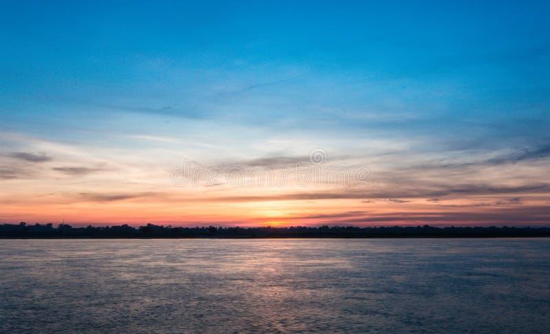 Download Sonnenuntergang stockfoto. Bild von morgen, asien, gefühl - 106802834