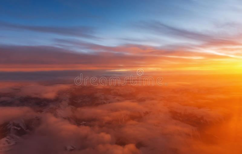 Sonnenuntergang angesehen von einem Flugzeug stockbilder