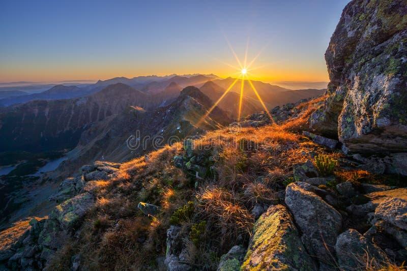 Sonnenuntergang auf dem Berg Hruba Kopa in der Westtatra lizenzfreies stockbild