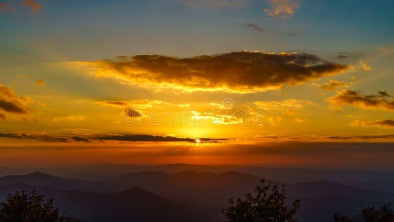 Sonnenuntergang auf dem Cherohala Skyway lizenzfreie stockfotografie