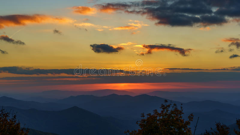 Sonnenuntergang auf dem Cherohala Skyway lizenzfreies stockbild