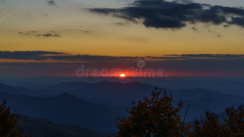 Sonnenuntergang auf dem Cherohala Skyway stockfotografie