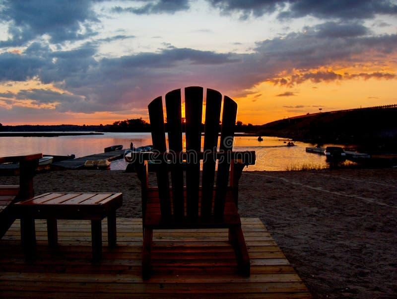 Sonnenuntergang auf dem Dock lizenzfreies stockfoto