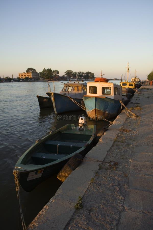 Sonnenuntergang auf dem Donau-Fluss lizenzfreies stockfoto