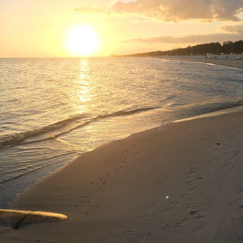 Sonnenuntergang auf dem Golf-Ufer stockbilder