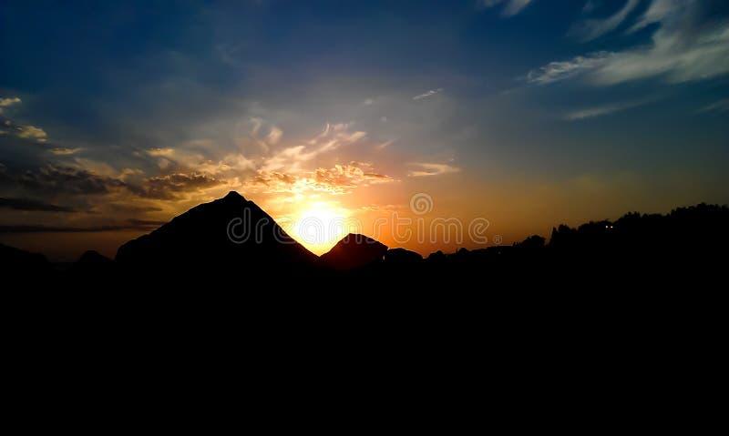 Sonnenuntergang auf dem Himmel stockfotografie
